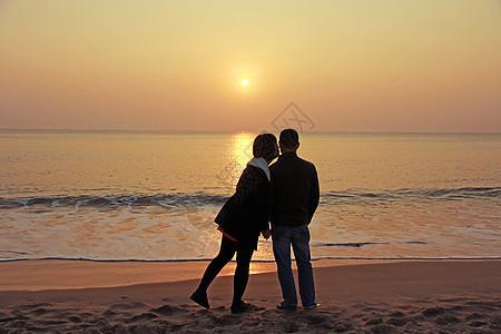 海边的浪漫恋人图片