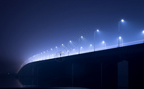 钱塘江大桥夜晚迷雾下的路灯图片