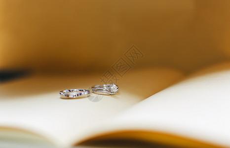书上的戒指图片