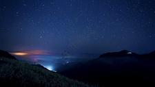 山顶的夜景图片