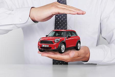 车险和商务男士的手图片