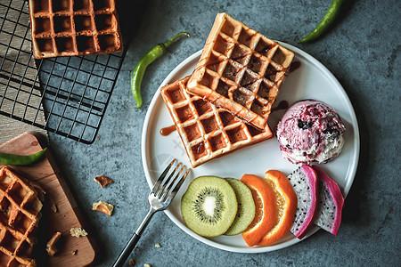 蓝莓冰淇淋水果华夫饼图片