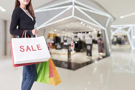 商场购物女士图片