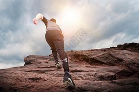 奔跑登山图片