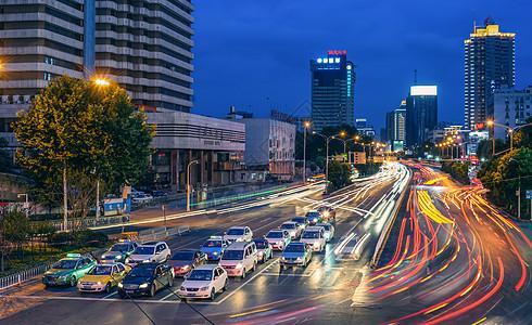 城市街道交通车流图片