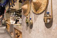 复古主题美食广场图片