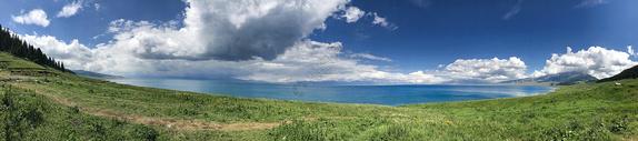 新疆赛里木湖全景图 图片