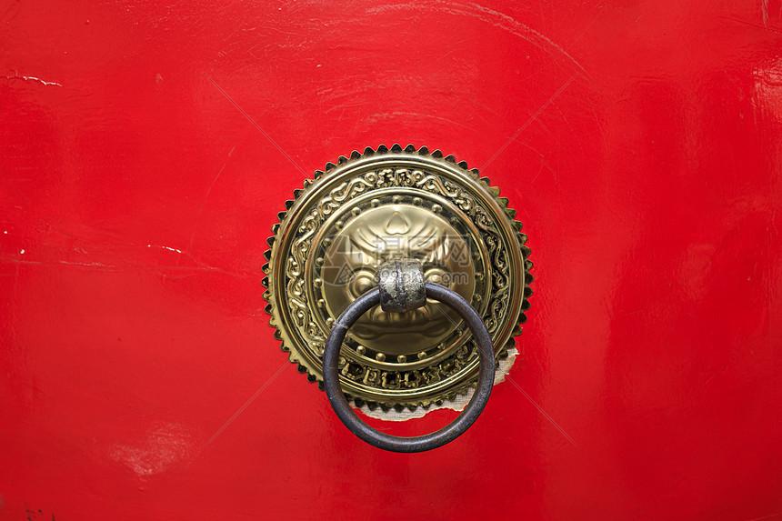 中国元素红色大门铜环图片