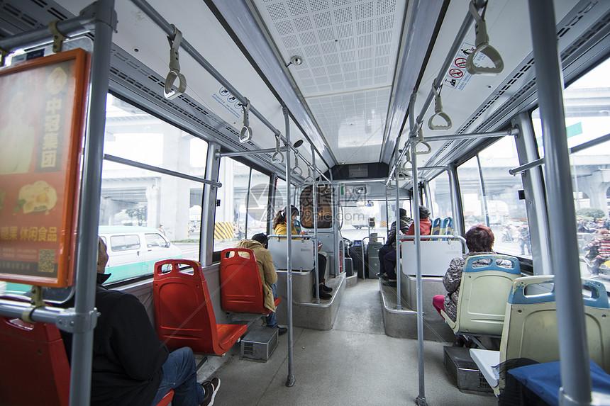 公交车内图片