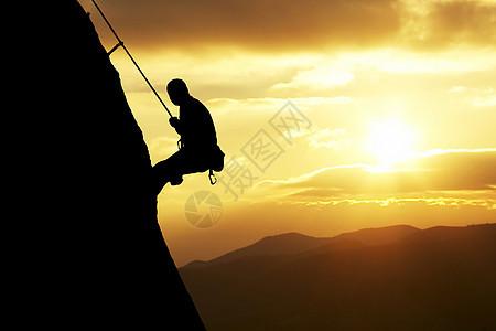攀登悬崖的人图片