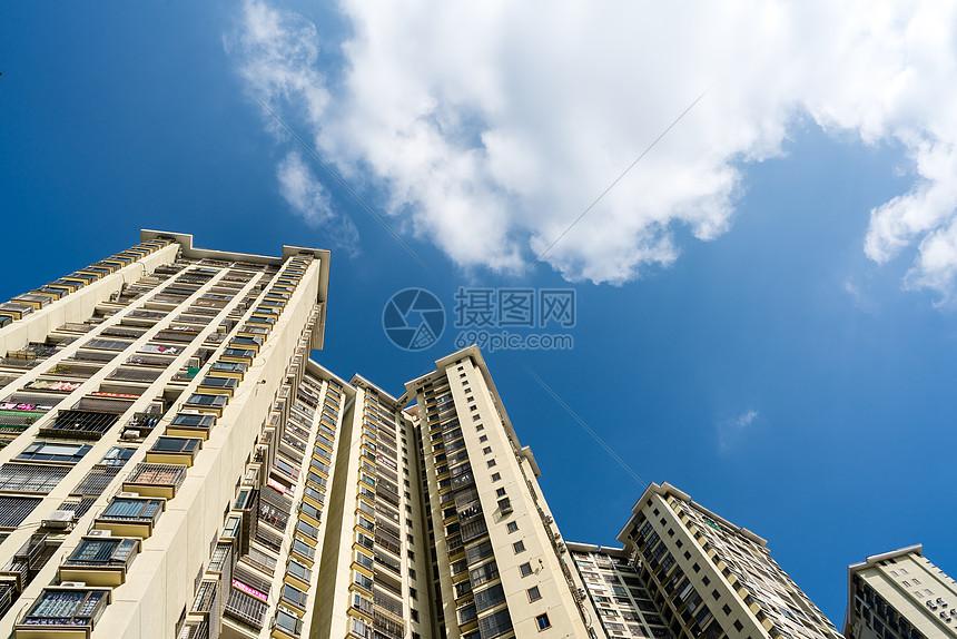 建筑住宅高楼仰拍图片