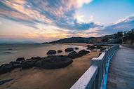 海边酒店的黄昏500751743图片