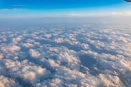 俯瞰高空云层图片