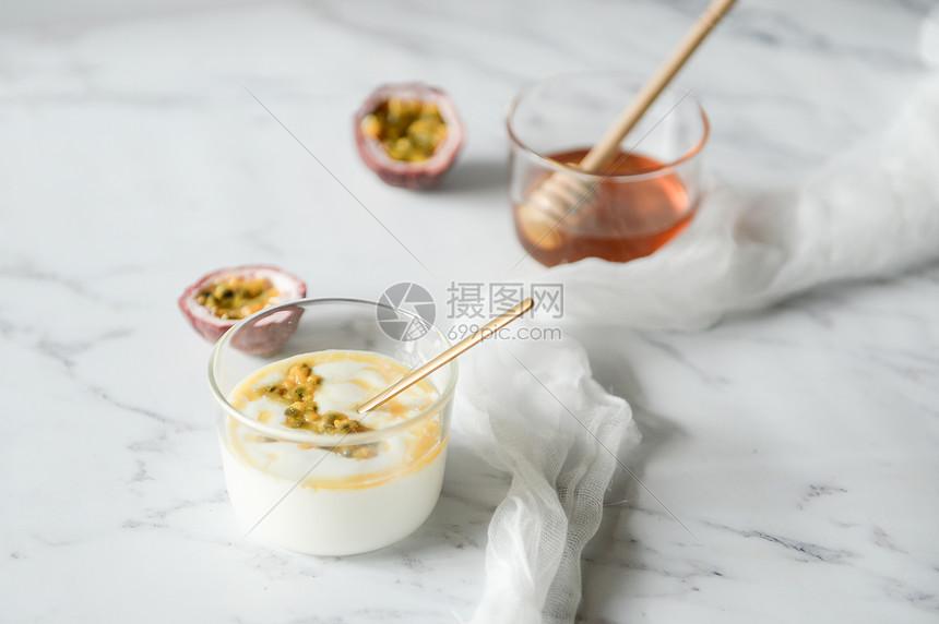 北欧风百香果酸奶图片