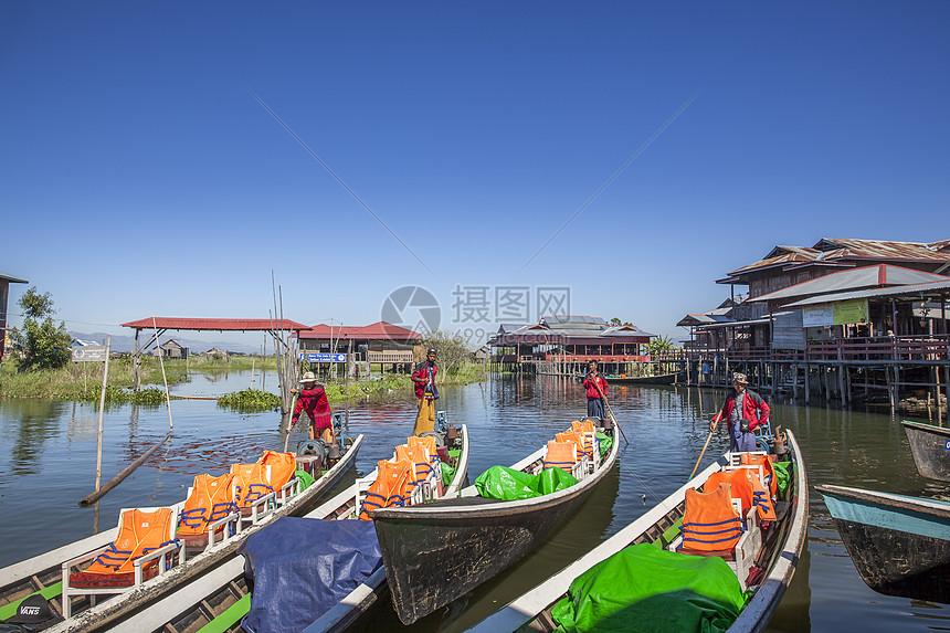 茵莱湖水上游船图片