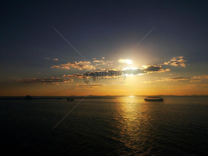 夕阳下的达里湖图片