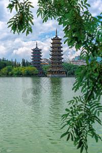桂林两江四湖日月双塔图片
