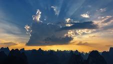 天空乌云耶稣光图片