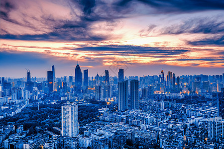 俯瞰城市晚霞图图片