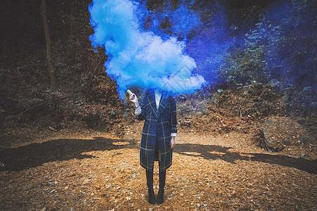 女孩烟雾图片