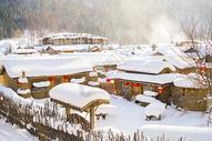 下雪的村庄图片
