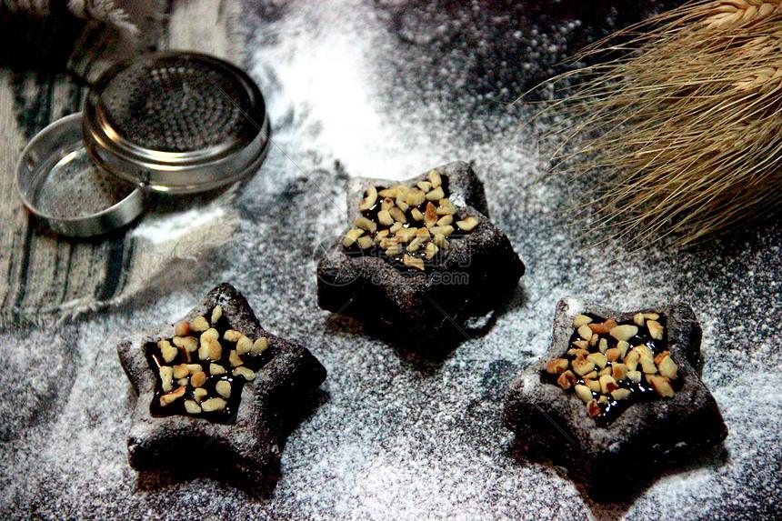 松软巧克力榛子蛋糕图片