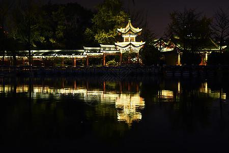 冬季夜游翠湖公园图片