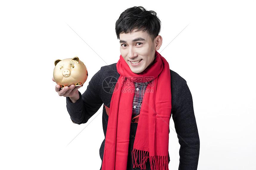 新年喜庆男士人像手捧金猪图片