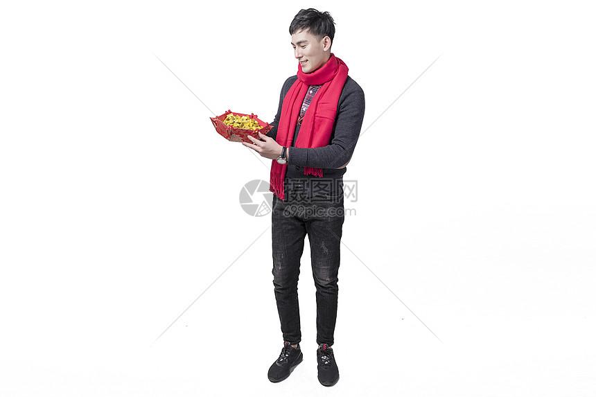 新春喜庆人像手持糖果图片