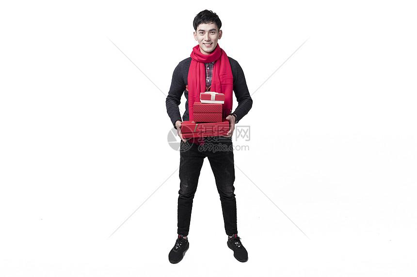 春节喜庆男士人像手捧礼物盒图片