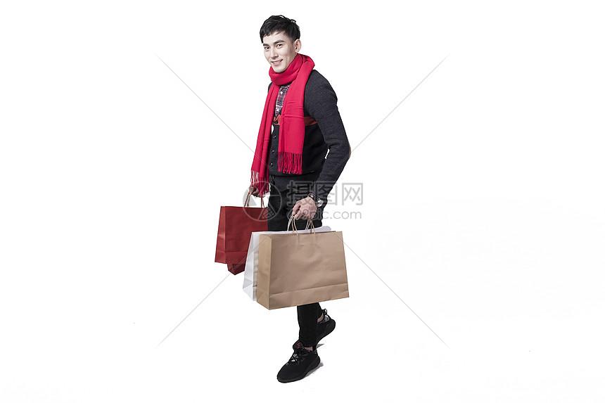 新年喜庆男士人像手持购物袋图片