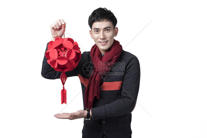 新年喜庆男士人像手持灯笼图片