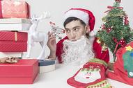 圣诞老人准备圣诞礼物图片