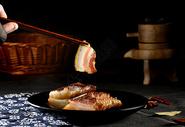 切片的烟熏五花腊肉图片