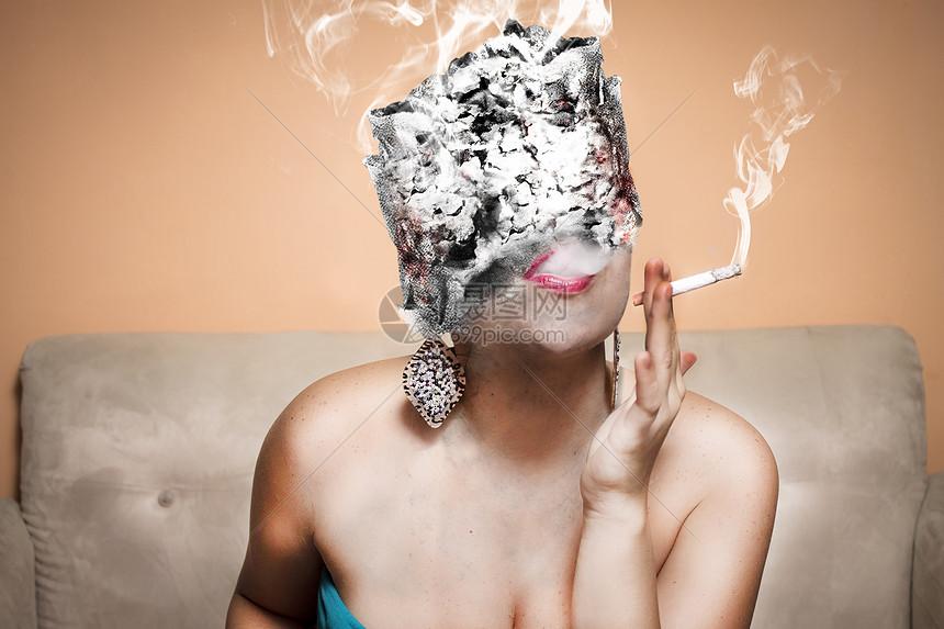 吸烟的女人图片