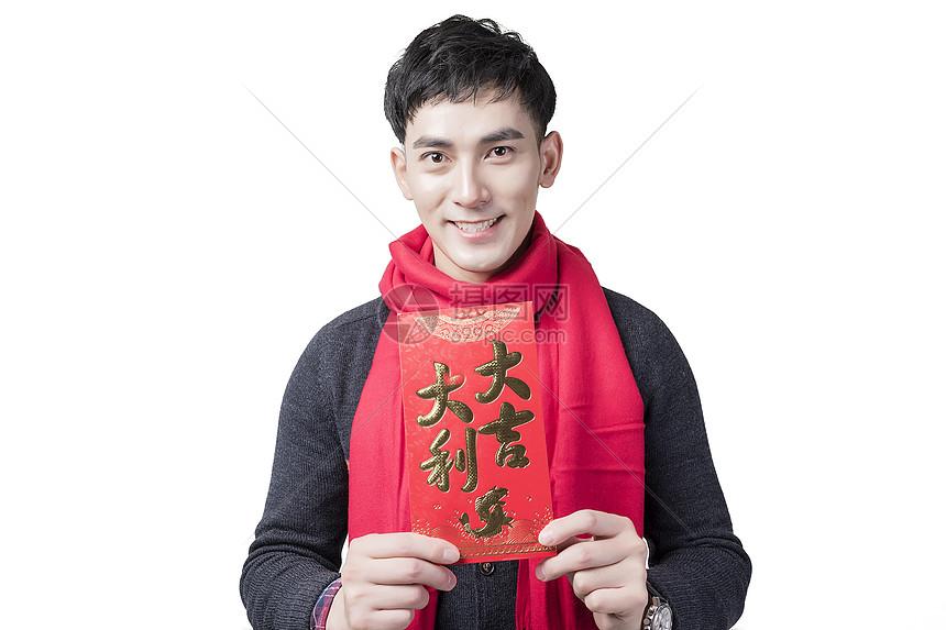 春节男士人像手持红包图片