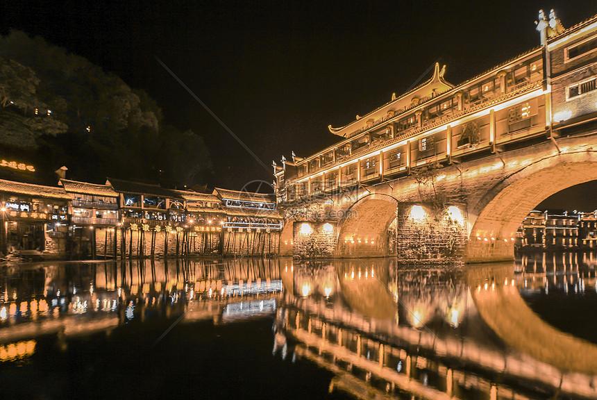 湖南凤凰古城夜景图片