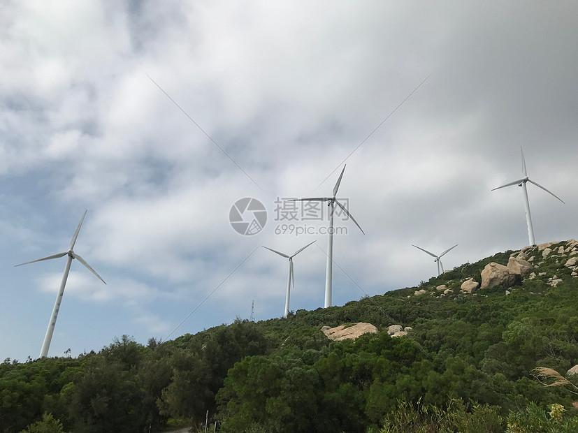 山上的风车图片