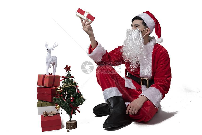 圣诞老人准备礼物图片