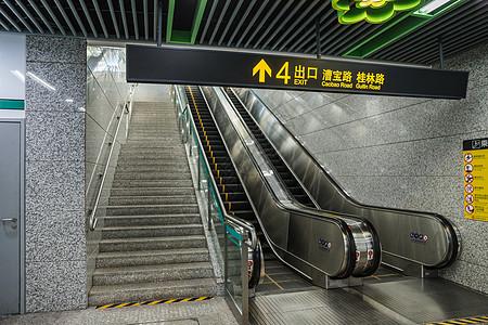 地铁设施电梯图片