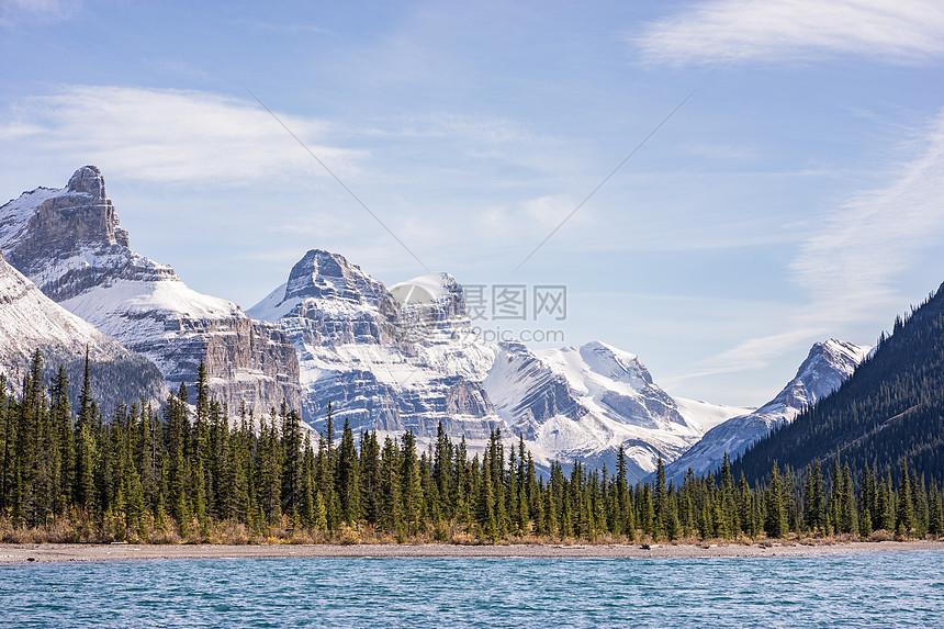 国家公园里的山脉和湖泊图片