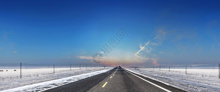大雪中的公路图片