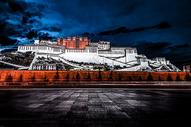 布达拉的夜景图片