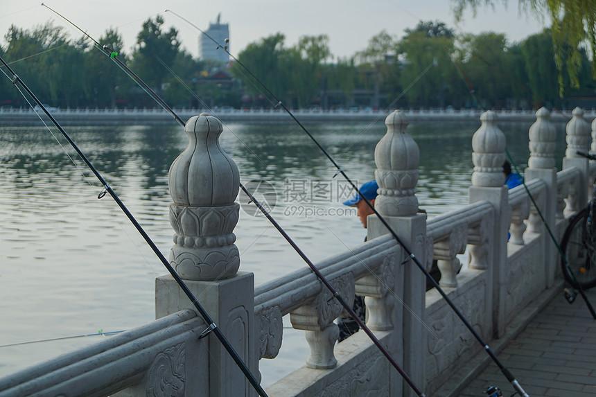 深秋去什刹海钓鱼图片