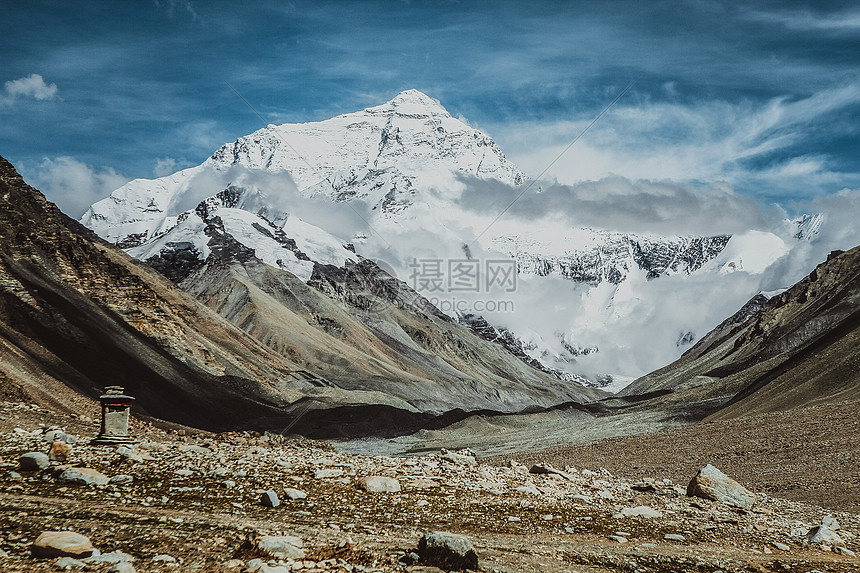 珠穆朗玛峰图片