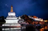 拉萨布达拉宫夜景图片