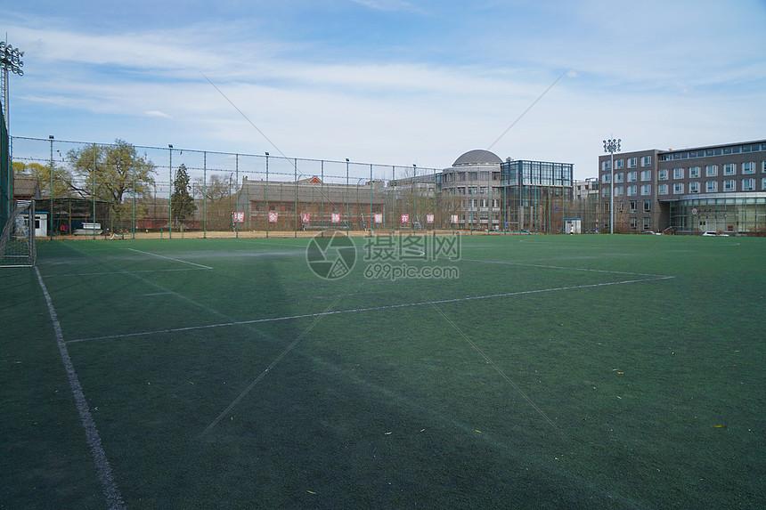 冬天大学的球场图片