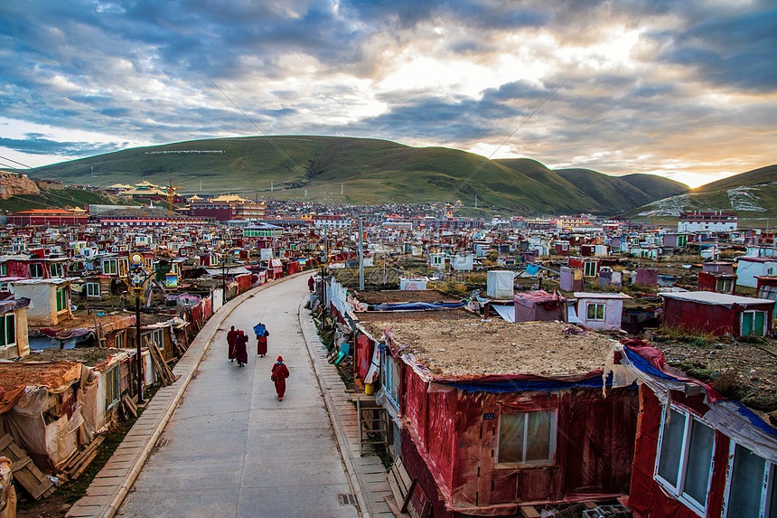 色达亚青寺的早晨图片