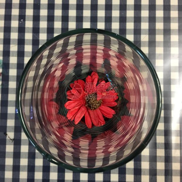 红色香薰花朵图片
