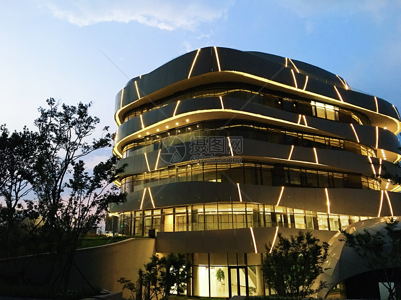 傍晚的建筑图片